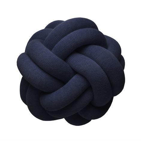Design House Stockholm Knot Tyyny Tummansininen