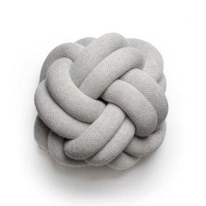 Design House Stockholm Knot Tyyny Valkoinen Harmaa