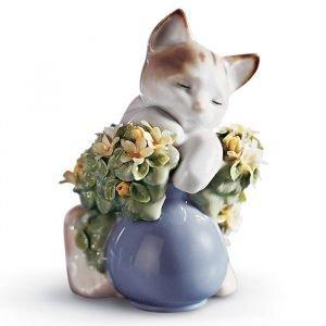 Lladro Dreamy Kitten