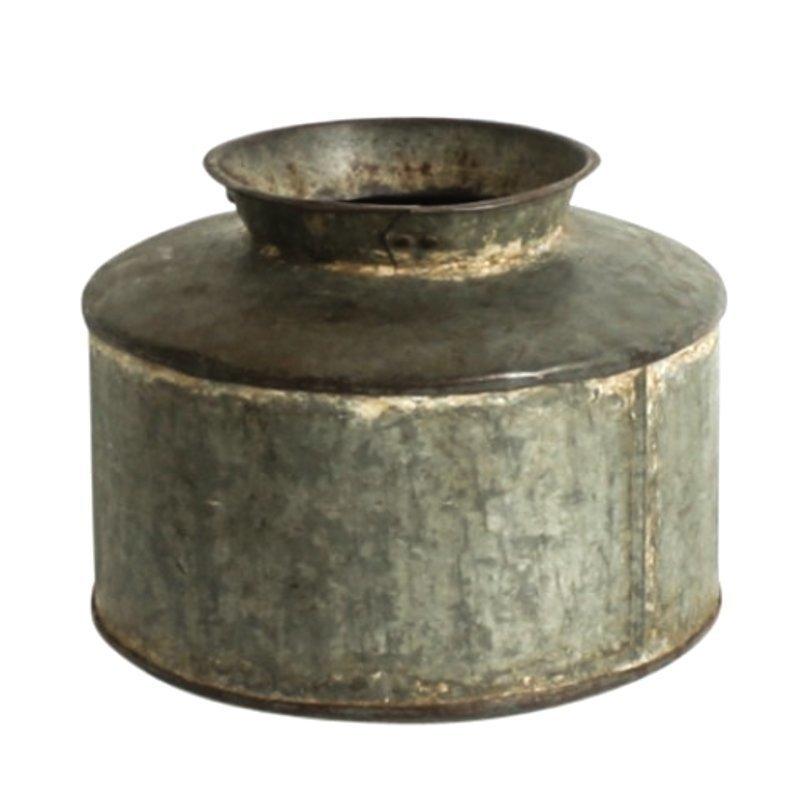 Metallinen Vintage Vesiastia